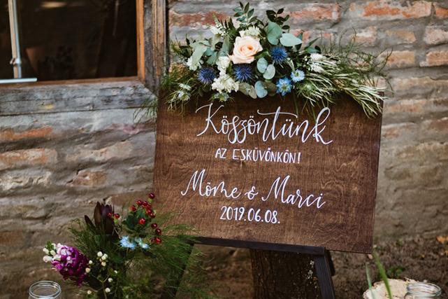 esküvői köszöntőtábla