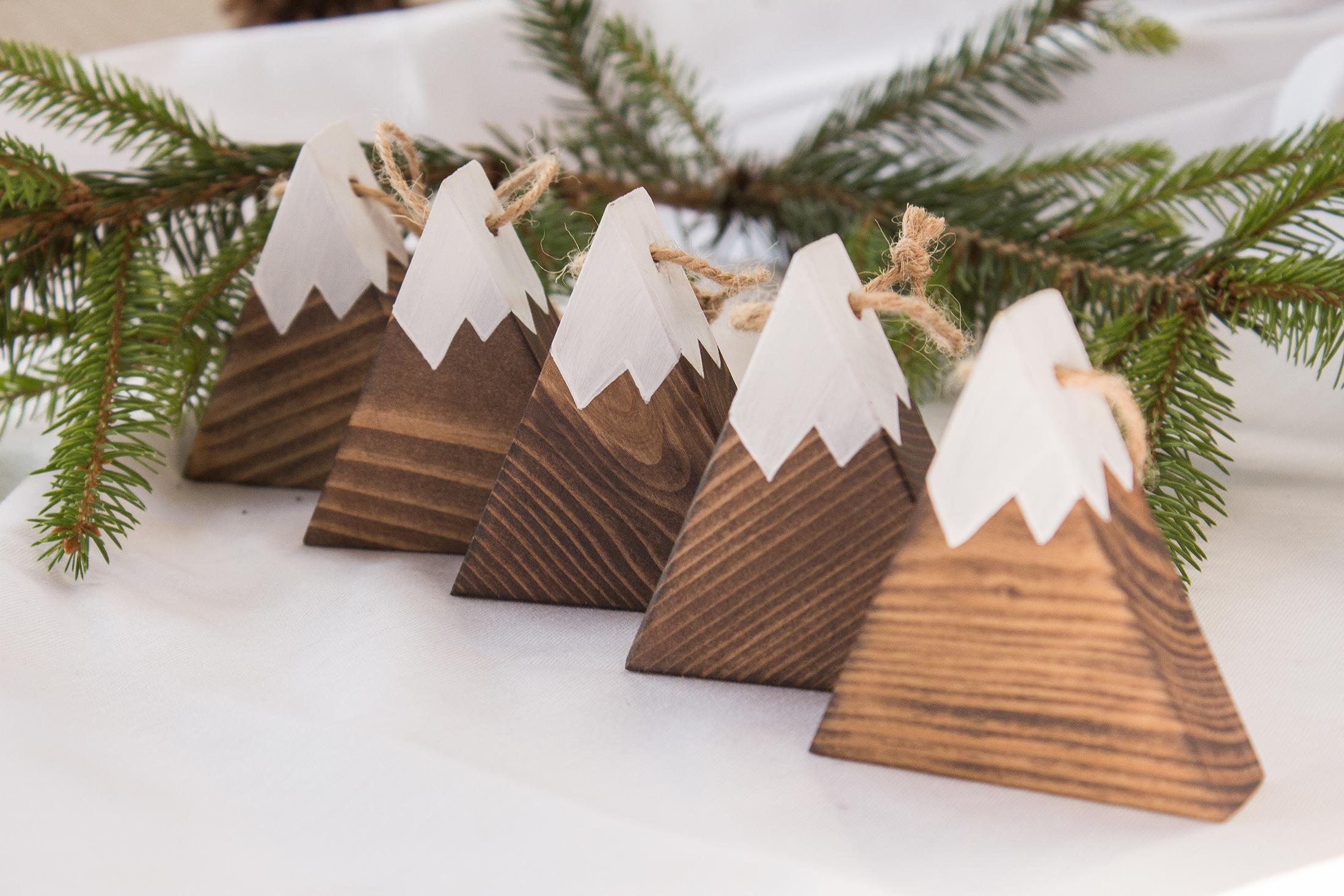 hegyes karácsonyfadísz