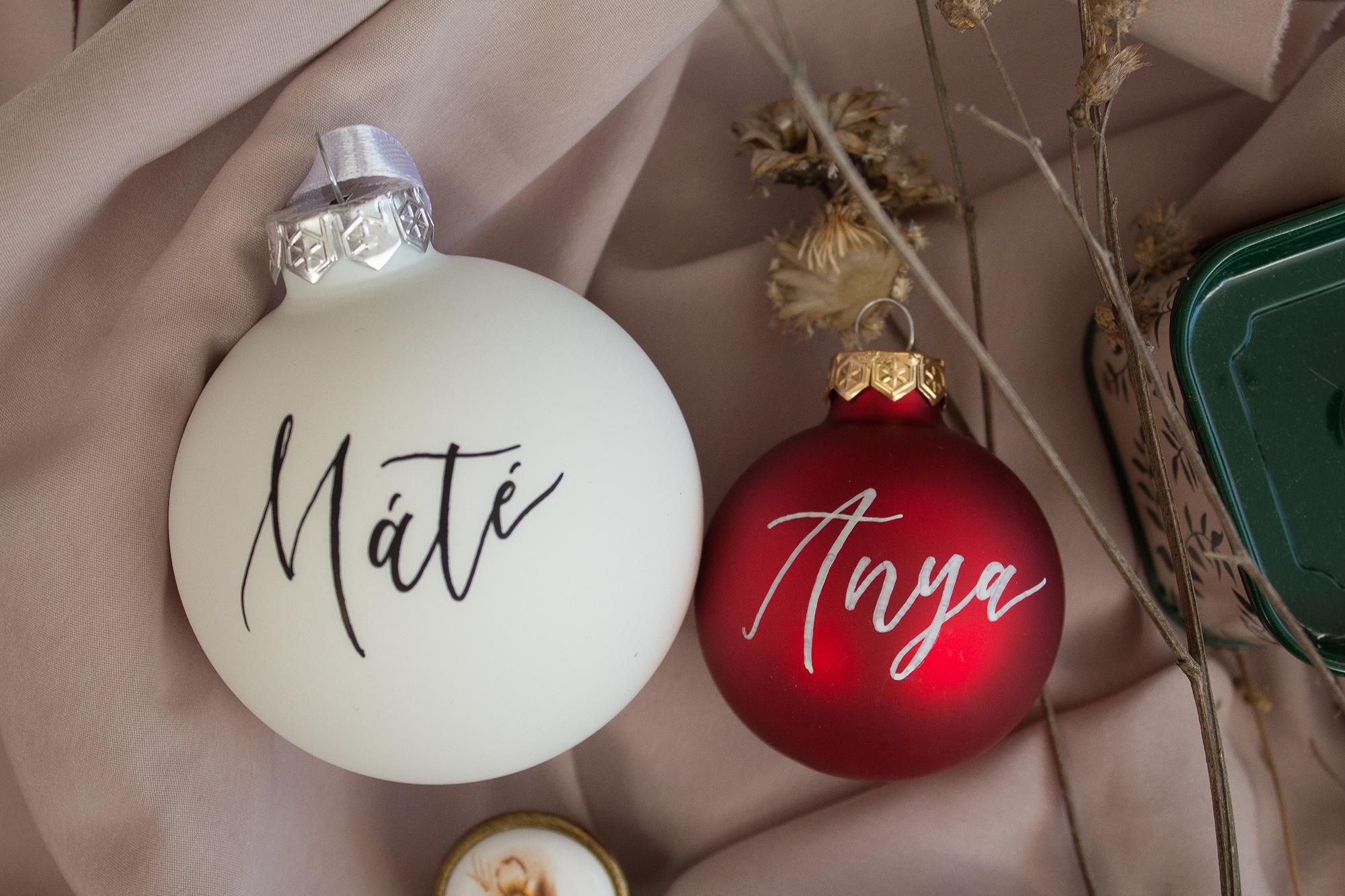 Névre írt karácsonyi gömb